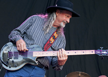 "Dan ""Bee"" Spears performs with WIllie Nelson on July 12, 2007"