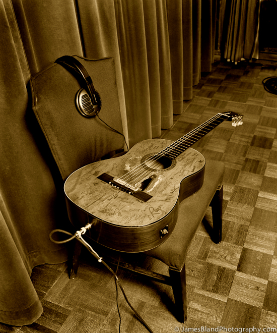 trigger the life of a guitar. Black Bedroom Furniture Sets. Home Design Ideas